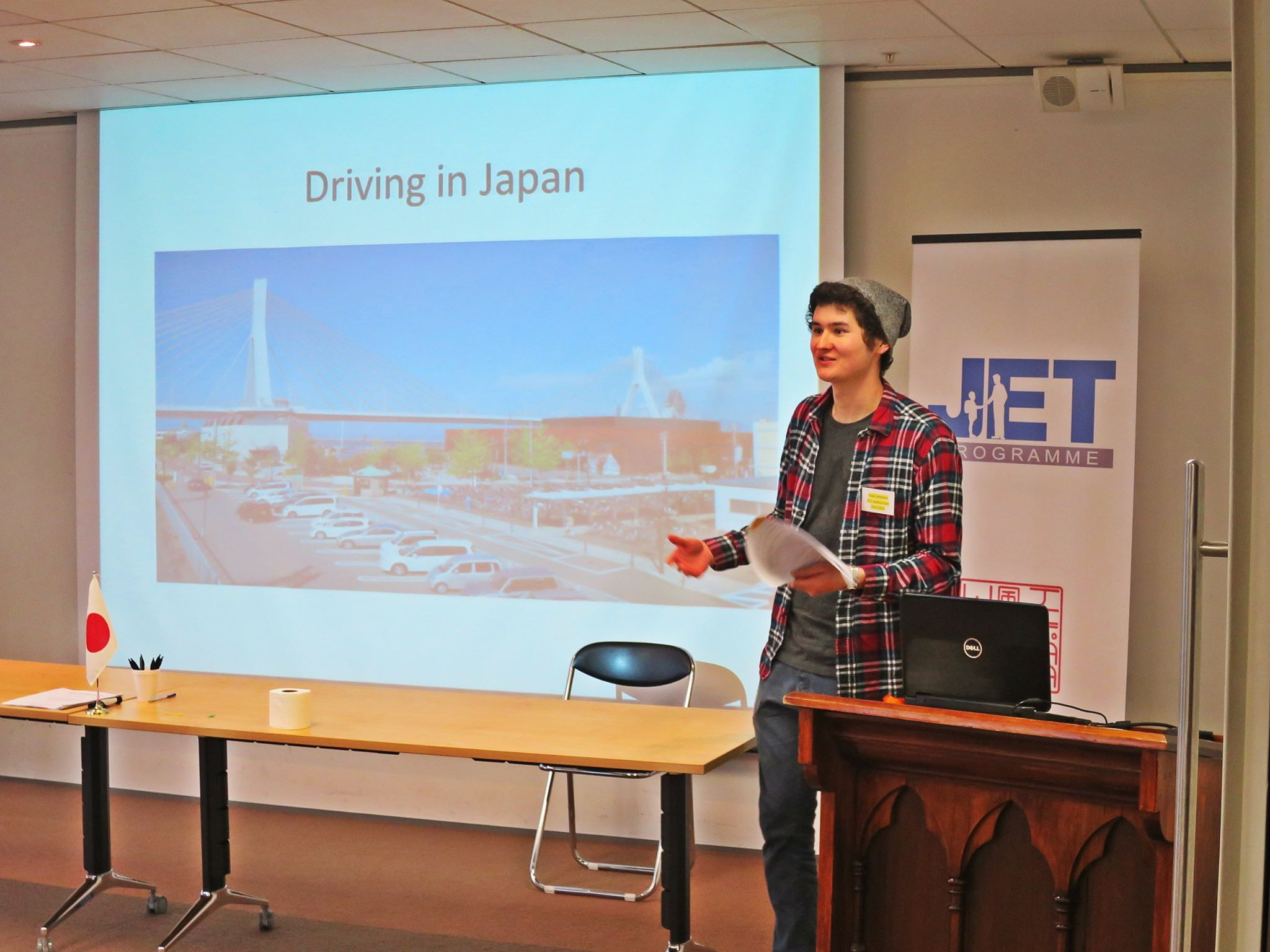 Recent returnee Yuuki Smithers leads a workshop about driving in Japan.